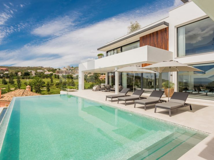 Luxurious villa with breath-taking panoramic views