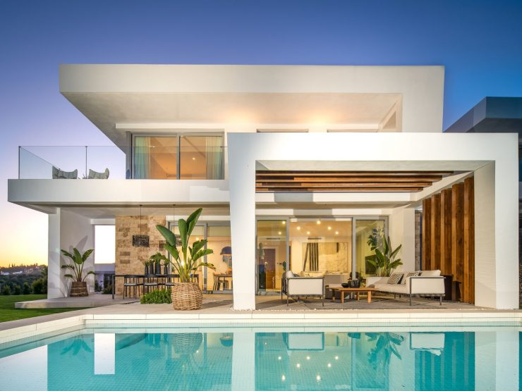 Contemporary villas with spectacular sea & golf views in Santa Clara Golf Resort