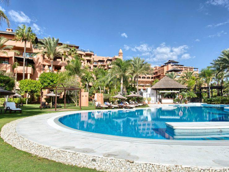 Luxurius apartment frontline beach