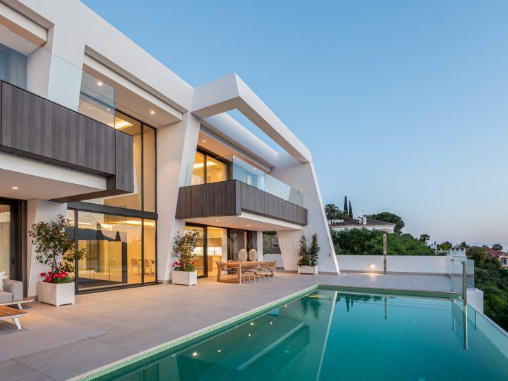 New luxury contemporary villas with panoramic views