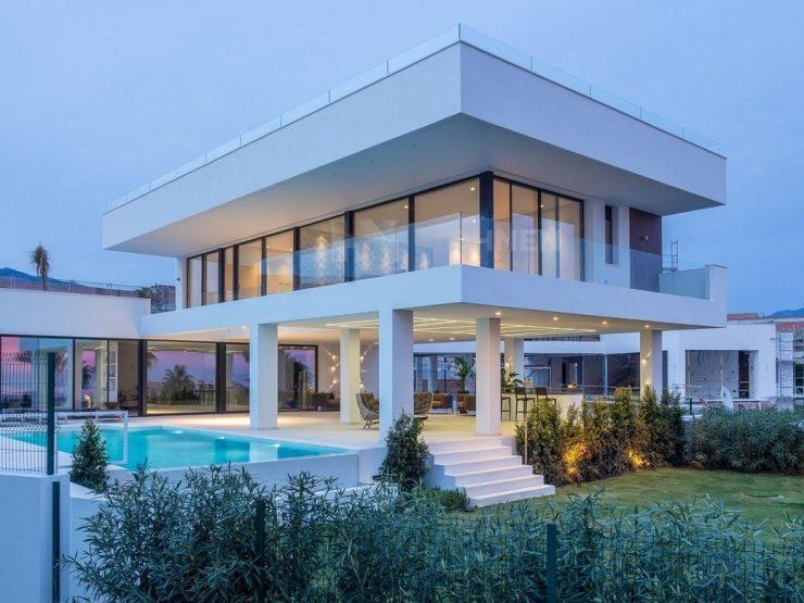 Contemporary villas with luxury sea views