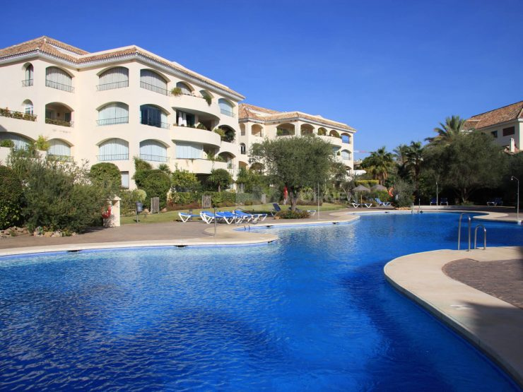 Large 4 bedroom apartment a few steps from the sea