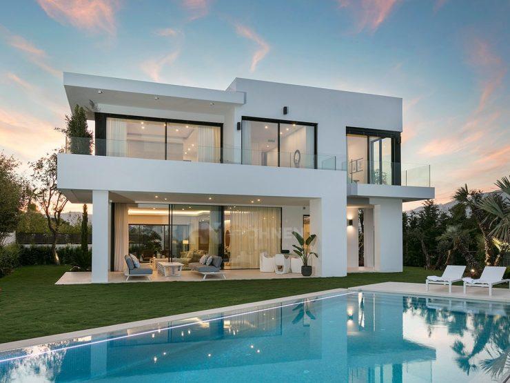 New modern villas on the Golden Mile Marbella