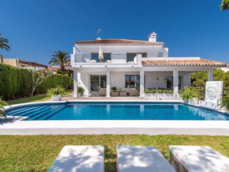 Contemporary villa walking distance to Puerto Banus