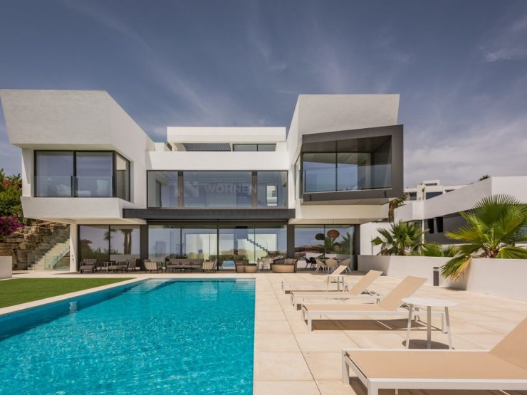 Superb new contemporary luxury Villa with Golf and Seaviews