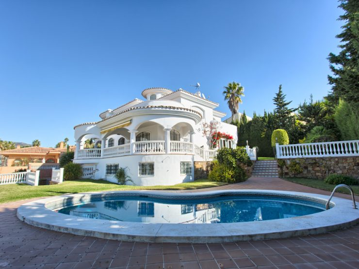 Quality villa with a Spanish touches and marvelous seaviews