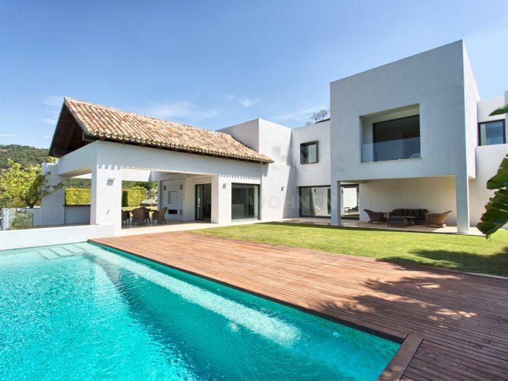 Modern style open plan villa located in Los Arqueros Golf Resort