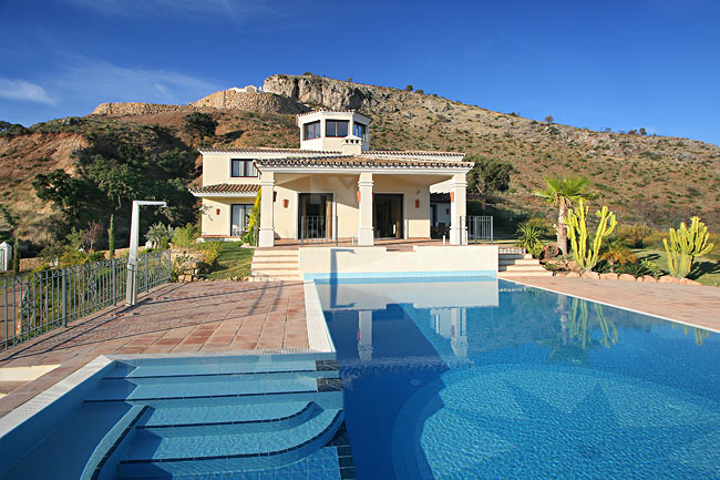 Excellent quality villa with panoramic views to the Mediterranean and the Coast