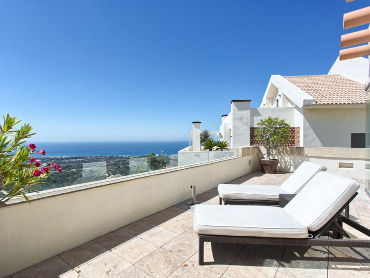 Contemporary style quality duplex penthouse with panoramic views to the Coast