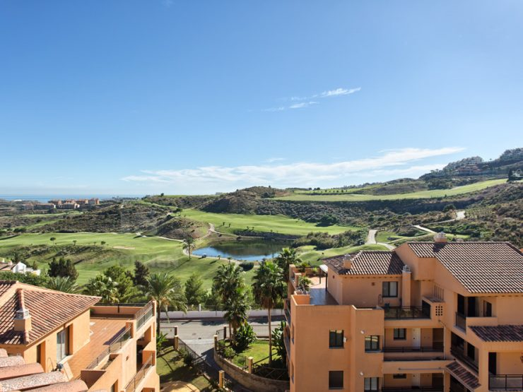 Top quality duplex penthouse next to the beautifull golf course of Calanova with Panoramic sea and golf views.