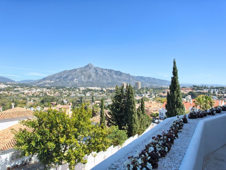 Fully renovated apartment located in the heart of Nueva Andalucia