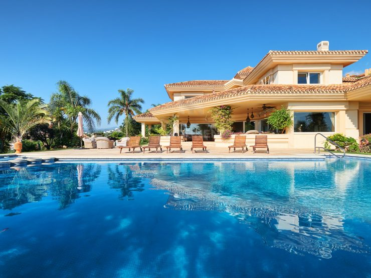 Charming classical style villa with beautiful sea views