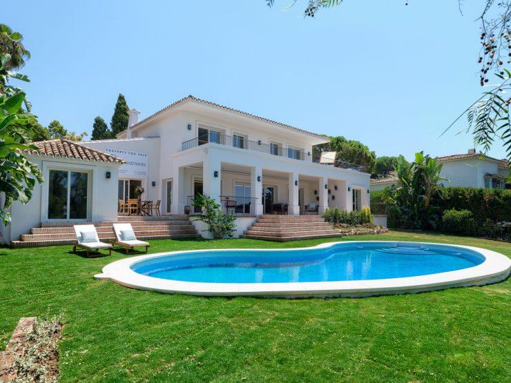 Fully renovated quality villa in Guadalmina Alta frontline golf
