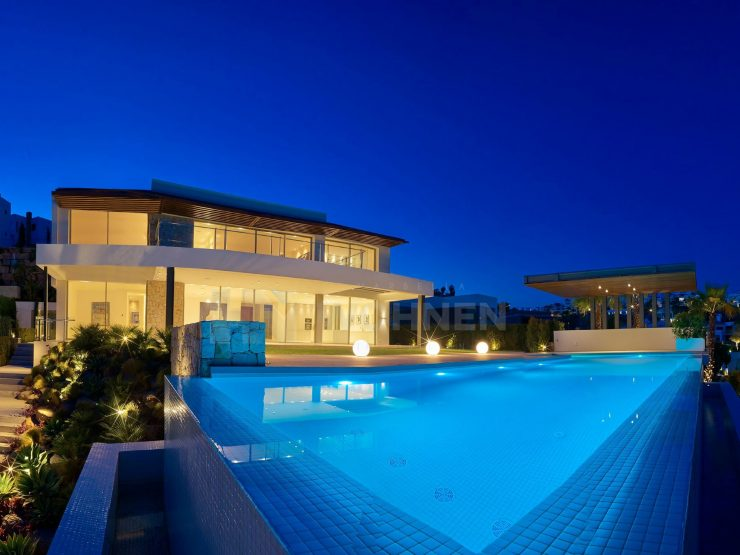 New contemporary style Villa in the first line of golf
