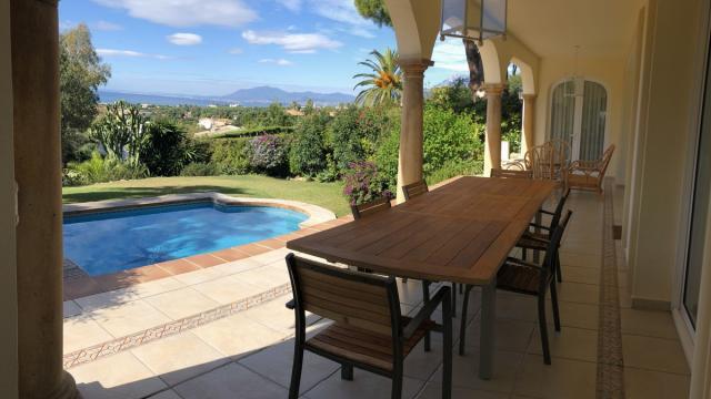 Villa in Elviria with great sea views