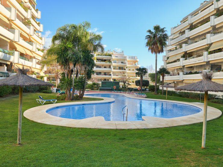 Spacious apartment in Guadalmina Alta