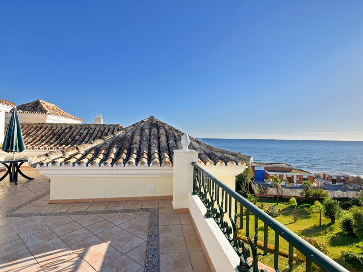 Exceptional luxury beachfront penthouse in Elviria