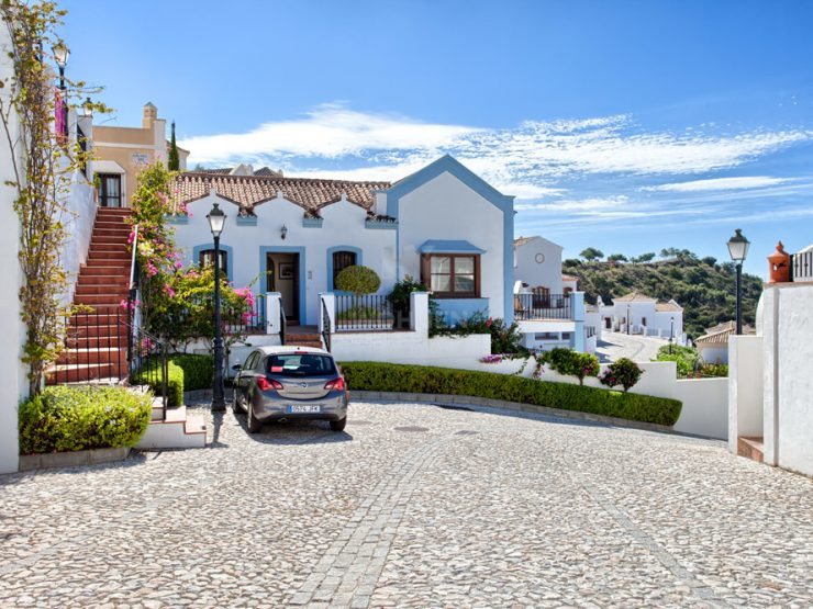 Townhouse South facing with panoramic views to the Mediterrenean and the mountains