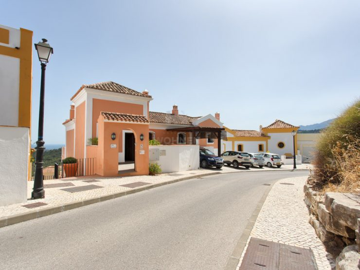 Townhouse, Andalucian style with beautiful sea- and mountain views