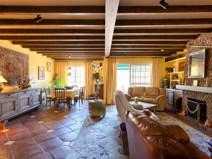 Cozy and spacious, typical townhouse in the town center of Benahavis