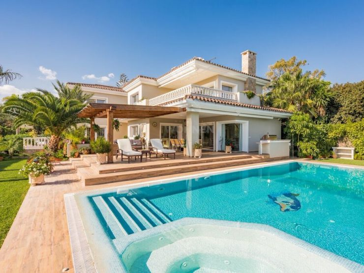 Beautiful Beachside villa located in the popular residential area of east Marbella