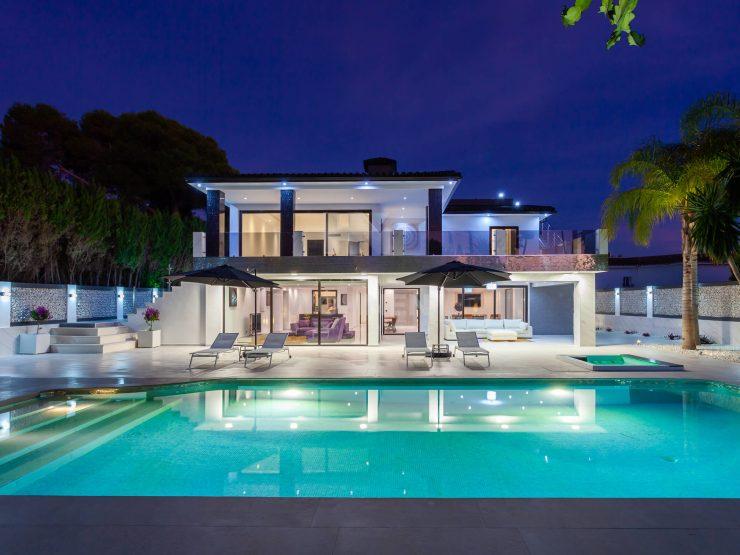 Luxury Beachside Modern Villa in Los Monteros – Marbella