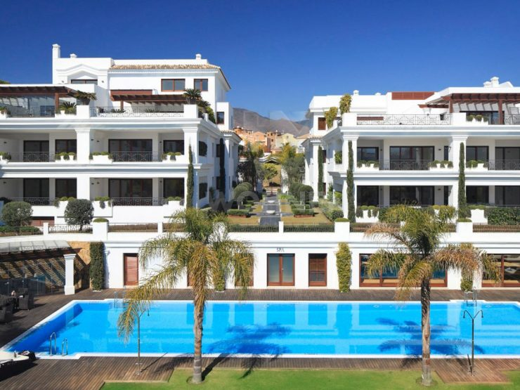 Frontline Beach Penthouse with great views of Gibraltar and the coast of Africa