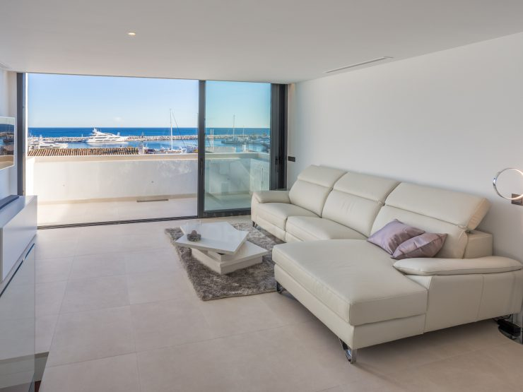 Contemporary duplex penthouse in the heart of Puerto Banus with fantastic panoramic views