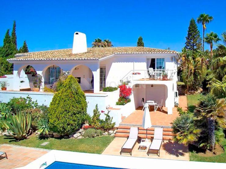 Beautiful Andalusian villa for sale in El Rosario Marbella