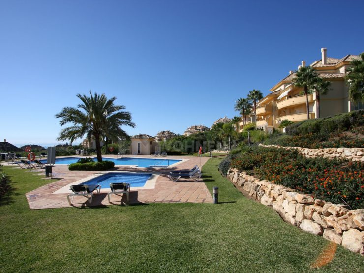 Beautiful groundfloor apartment in Elviria Hills with spectacular views