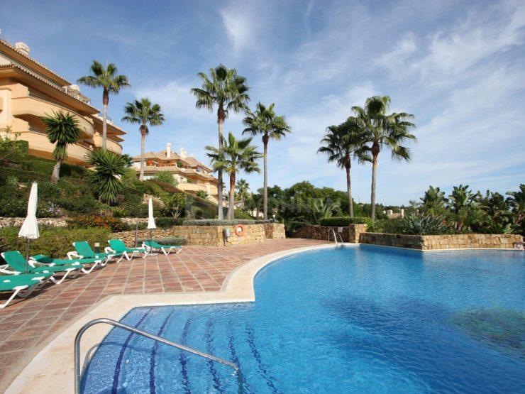 Nice apartment on the middle floor in Elviria Hills, east of Marbella