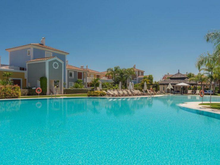 Beautiful ground floor apartment in the popular resort of Cortijo del Mar.