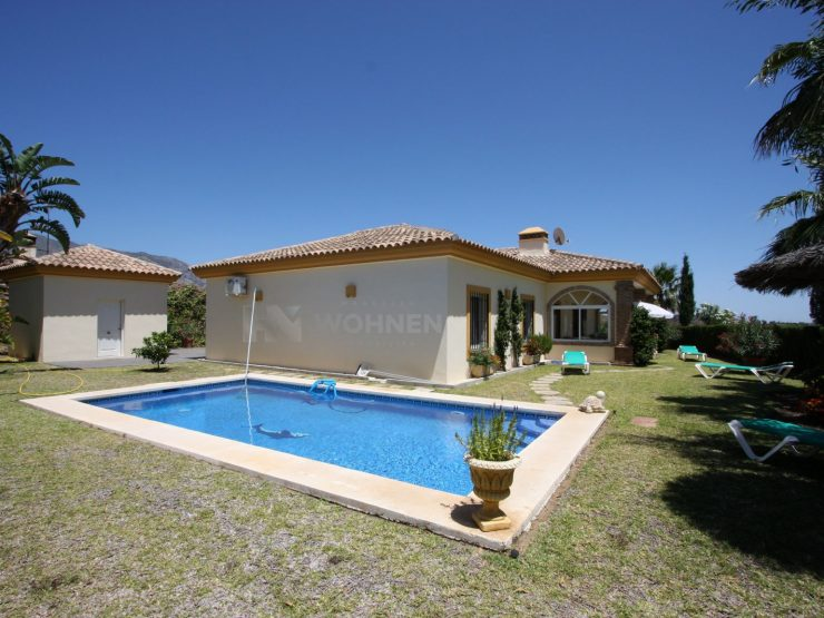 Andalusian villa on a beautiful plot with stunning mountain and countryside views