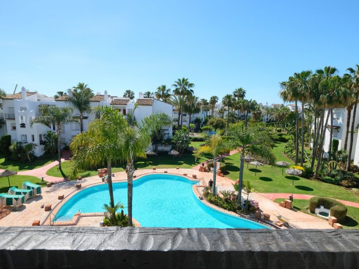 Fully redesigned and renovated apartment in urb. Costalita