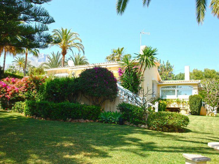 Elegant villa for sale in Rocio de Nagüeles, Marbella Golden Mile