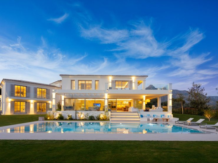 A contemporary family home located front line of Aloha Golf