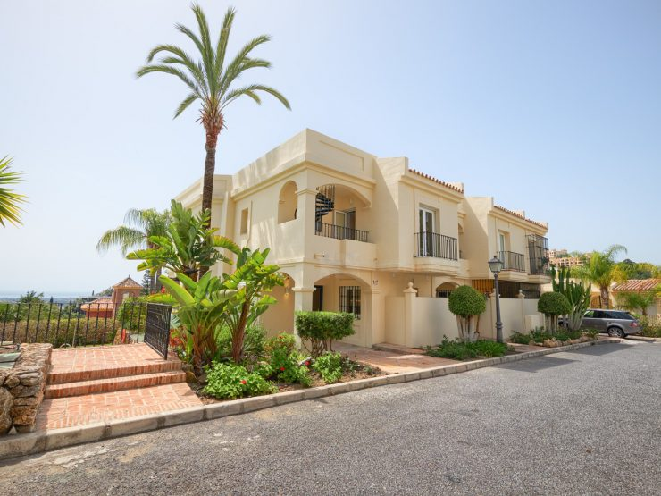 Beautiful and spacious fully renovated townhouse in a gated community