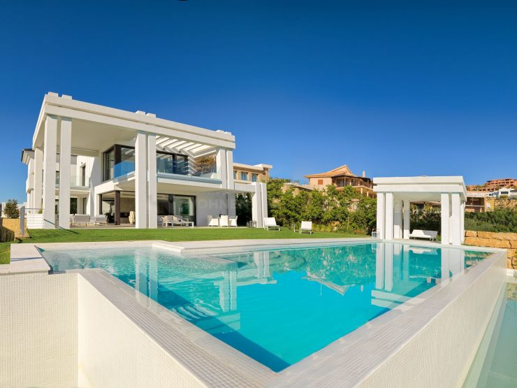 REAL EATATE – Property of the Month October 2019 – Villa in Marbella on the golf course with stunning views