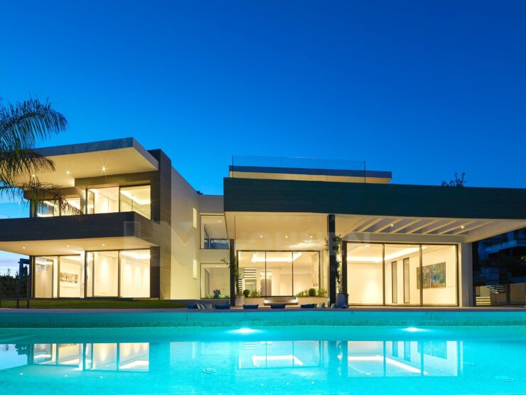 Luxury villa in Los Flamingos first line of Golf and overlooking the Mediterranean Sea