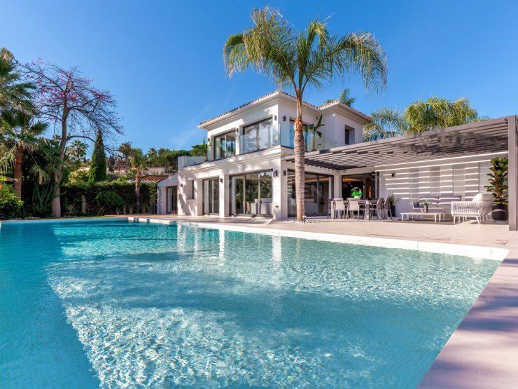 Stunning villa for sale in the prestigious Nueva Andalucia Golf Valley
