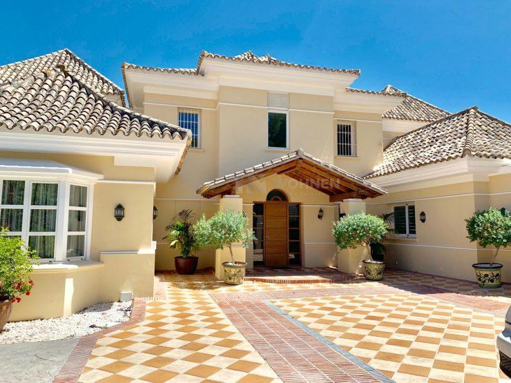 Luxury villa in Nueva Andalucia with fantastic views