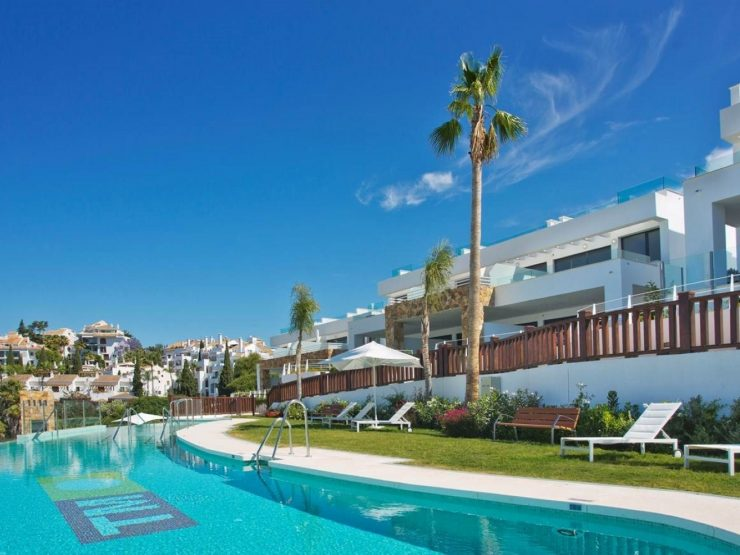 Fabulous townhouse in Marbella – Altos de Puente Romano with sea views
