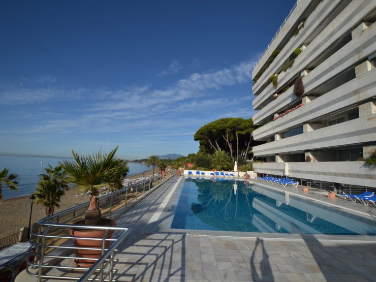 Luxurious apartment with sea views right on the beach of Marbella