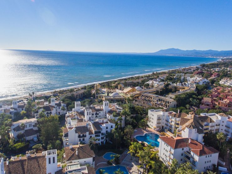 Fantastic penthouse apartment in the beach frontline in Elviria, Marbella