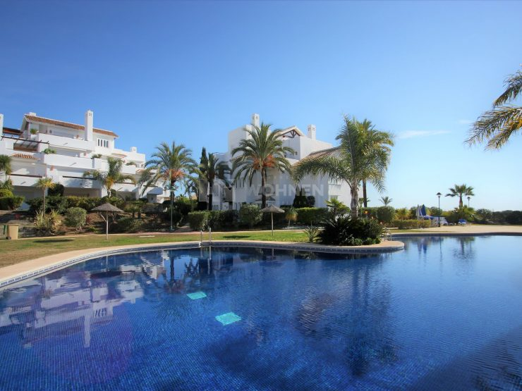 Apartment in a luxury complex facing the sea and golf of Rio Real