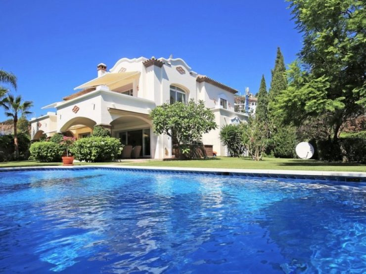 Immaculate south facing villa in Reserva de La Quinta, Nueva Andalucia