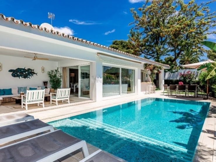 Nice villa located in the exclusive area of Los Monteros, a few meters from one of the best beaches Marbella
