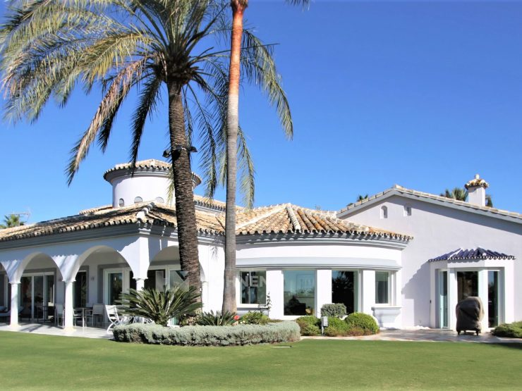 Wonderful modern villa, built in traditional Andalusian style in Hacienda Las Chapas Marbella