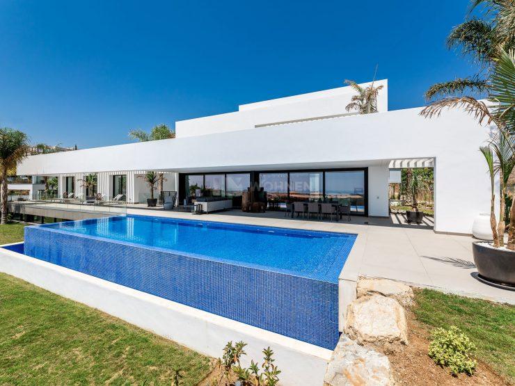 Modern villa in Los Flamingos Golf Resort