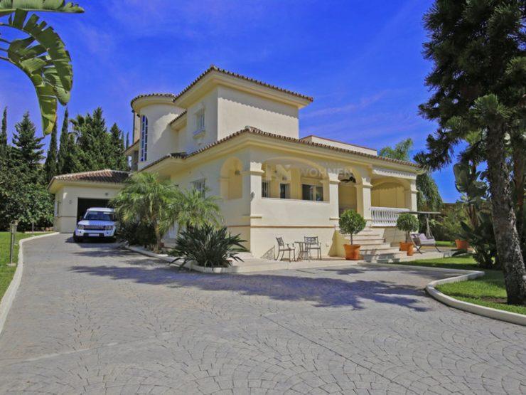 Prestigious villa in the quiet area of Bel Air, New Golden Mile